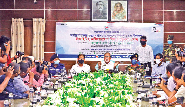 Chief Election Commissioner KM Nurul Huda speaks at a meeting with election officials in the conference room of Lakshmipur DC office on Wednesday ahead of the upcoming by-election to the Lakshmipur-2 constituency.— Sun Photo
