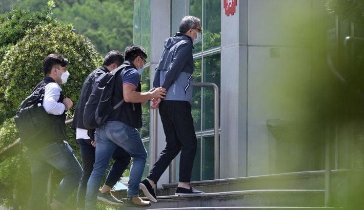 Hong Kong sends 500 officers to raid pro-democracy paper Apple Daily