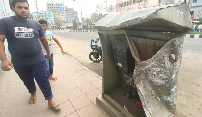 A junction box of street lamps lies in a bad shape in Tejgaon area of the capital, posing risk of accident. The photo was taken on Thursday.         — MD NASIR UDDIN