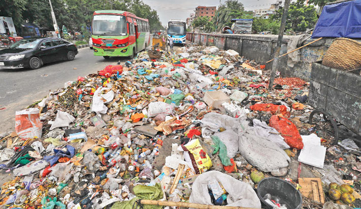 Waste is dumped in a busy thoroughfare at Malibagh in the capital every day, polluting the environment and putting commuters at risk of serious health hazards. The photo was taken on Thursday.                — Kamrul Islam Ratan
