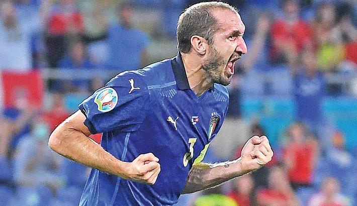 Injured Chiellini targets return for last 16