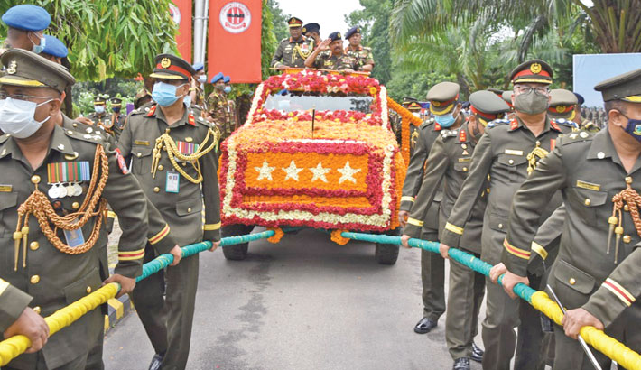 Army personnel pull a vehicle carrying outgoing Army Chief General Aziz Ahmed during a farewell programme held at Armoured Corps Center and School in Bogura on Saturday.