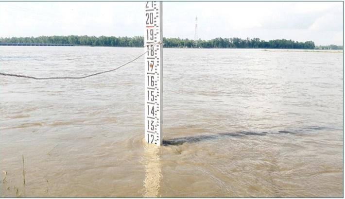Teesta water flows 15cm below danger level in Lalmonirhat, people of 63 chars threatened
