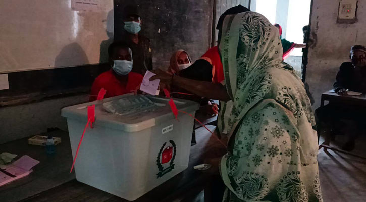 By-election to Laxmipur-2, polls to 204 UPs, 2 municipalities underway