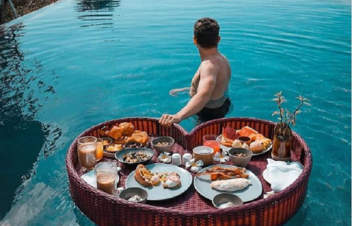What are floating breakfasts, and why have they become so popular?