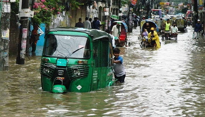 Morning rain disrupts city life
