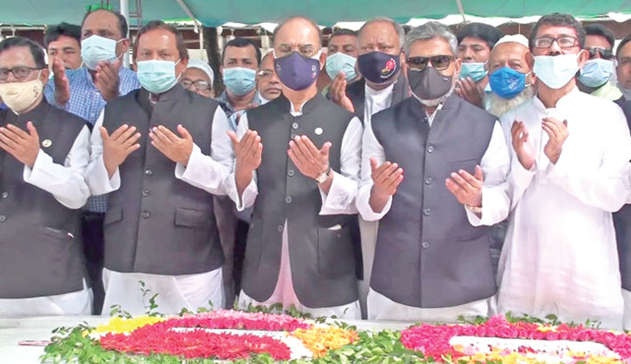 Leaders and activists of Bangladesh Awami League offer prayers after placing wreaths at the grave of Father of the Nation Bangabandhu Sheikh Mujibur Rahman in Tungipara of Gopalganj on Wednesday, marking the party's 72nd  founding anniversary.— Sun Photo