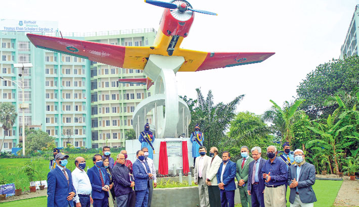 Immediate past Chief of Bangladesh Air Force Masihuzzaman Serniabat along with senior officials of Daffodil International University (DIU) poses for a photo after inaugurating Pilot Training-6 Aircraft on the DIU premises in Ashulia on Tuesday.