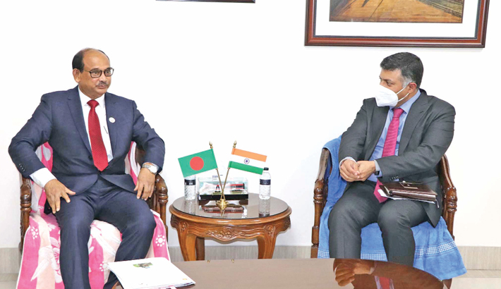 Indian High Commissioner to Bangladesh Vikram Doraiswami calls on Railways Minister Md Nurul Islam Sujan at the latter's office in the city on Thursday. —SUN PHOTO