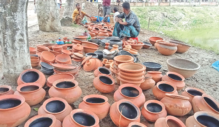 Traders put on display traditional clay pots for sale at Mujib Square in Dhunat Upazila of Bogura district. The photo was taken on Thursday.— PBA Photo