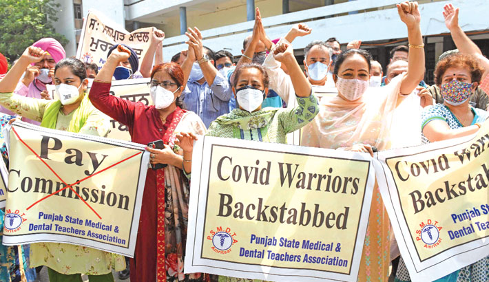 India's Punjab State Medical doctors and Dental Teachers Association members hold banners and shout slogans against the state government during a strike against following the 6th Pay Commission recommendation to delinking non-practicing allowance (NPA) from the basic pay, inside the Government Medical College in Amritsar on Friday. —AFP Photo