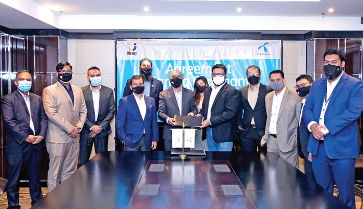 Grameenphone, Upay sign deal