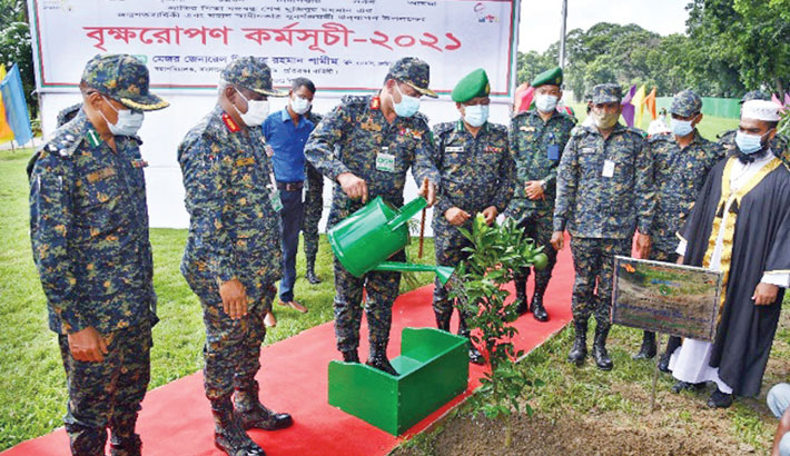 Director General of Bangladesh Ansar and VDP Major General Mizanur Rahman Shameem inaugurates a countrywide tree plantation programme by watering a sapling at Ansar and VDP Academy in Gazipur on Sunday. —SUN photo