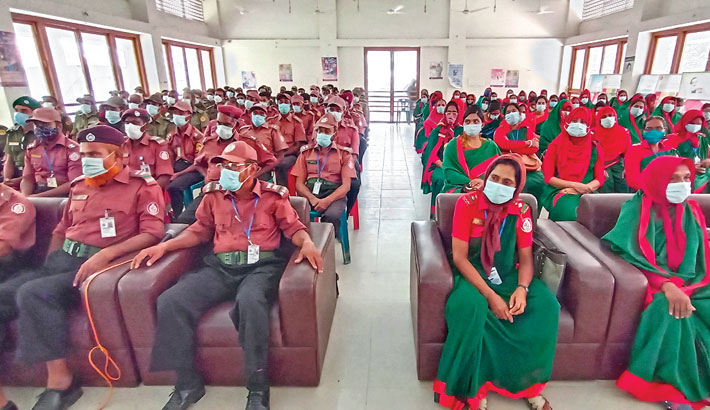 Ansar-VDP members from different villages of Shailkupa upazila attend a meeting at the upazila parishad auditorium of Jhenaidah district on Saturday. —Sun Photo