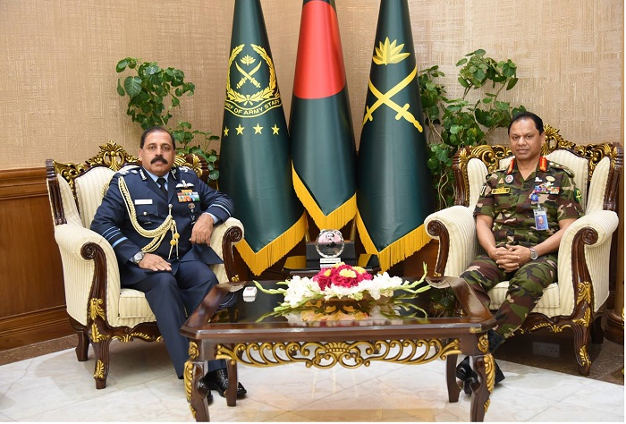 Indian Air Chief calls on Army Chief General Shafiuddin