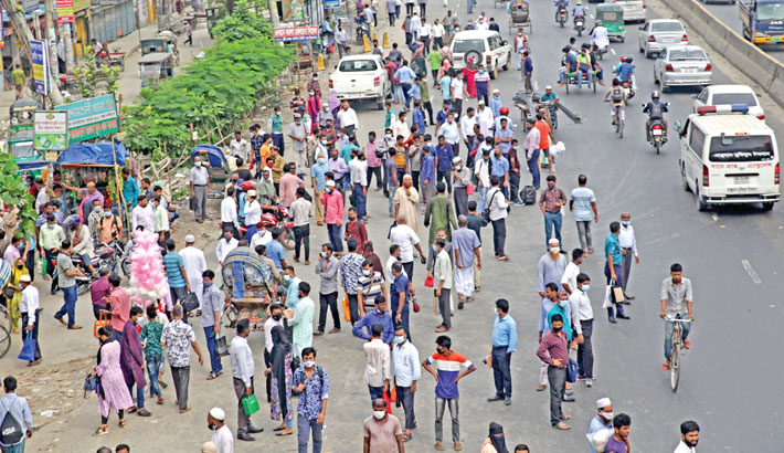 Office-goers suffer for transport shortage