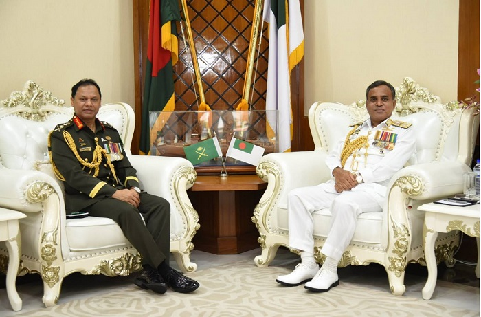 Army Chief calls on Navy Chief