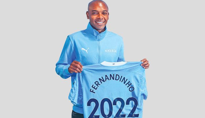 Fernandinho signs Man City contract extension