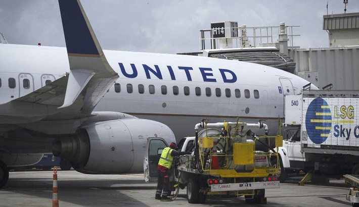 United Airlines bets on travel boom with big plane order