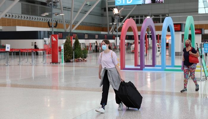 Australia tightens border further to curb virus outbreak