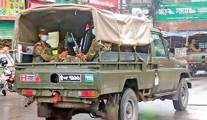 The army are patrolling on the streets in Bogura town to support district administration amid lockdown. The photo was taken from Sathmatha intersection in Bogura district town on Thursday.— MONIRULISLAMMARUF