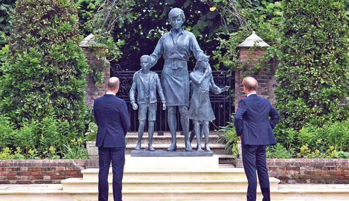 William, Harry unite to unveil Diana statue