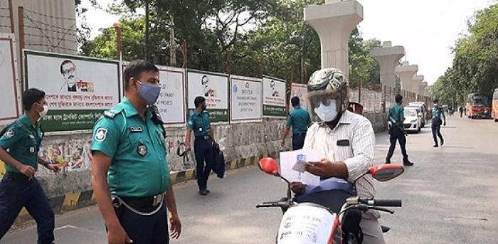 Lockdown: 618 held, 309 vehicles fined Tk 8.6 lakh in Dhaka