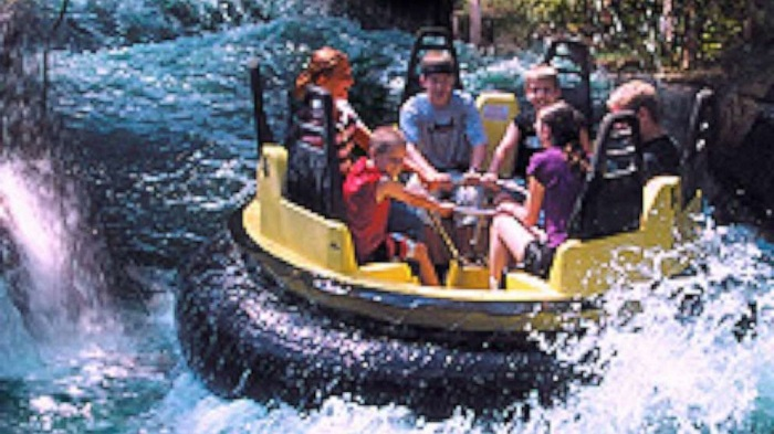 1 dead, 3 injured after raft overturns on water ride at amusement park in US