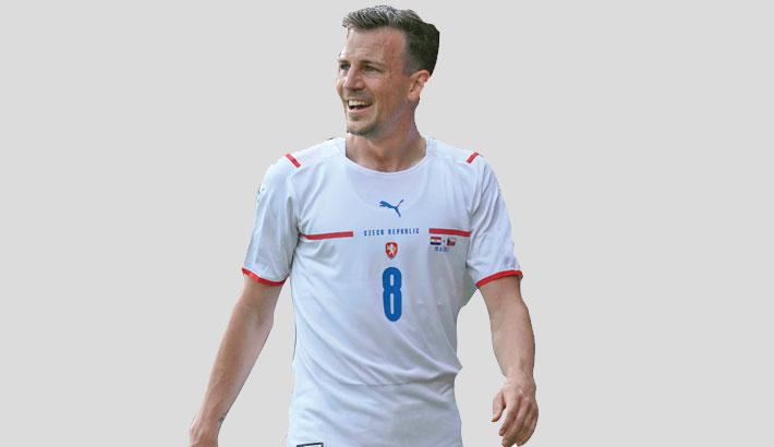Czech captain Darida ends international career