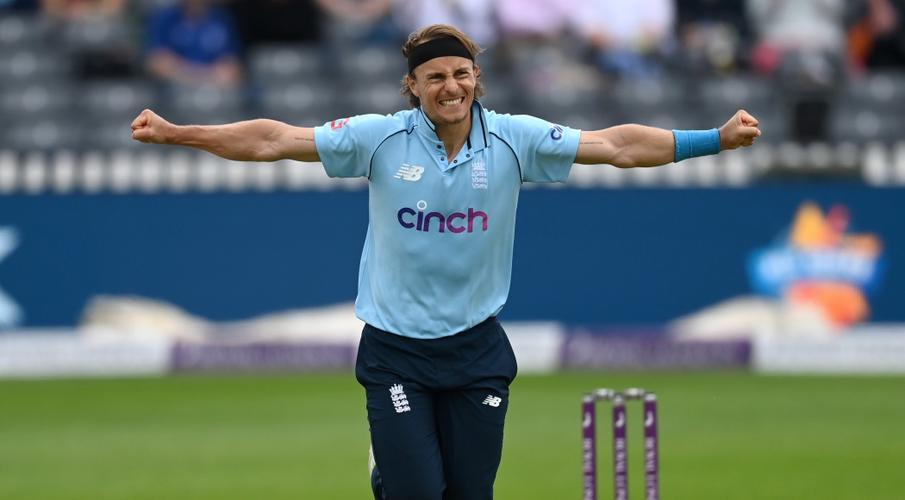 Tom Curran strikes before rain ends England's bid for Sri Lanka sweep