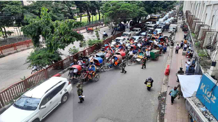 Lockdown: Vehicles, public movement increase in capital on the 6th day