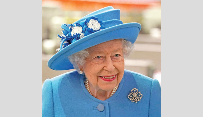Queen honours health service for pandemic work