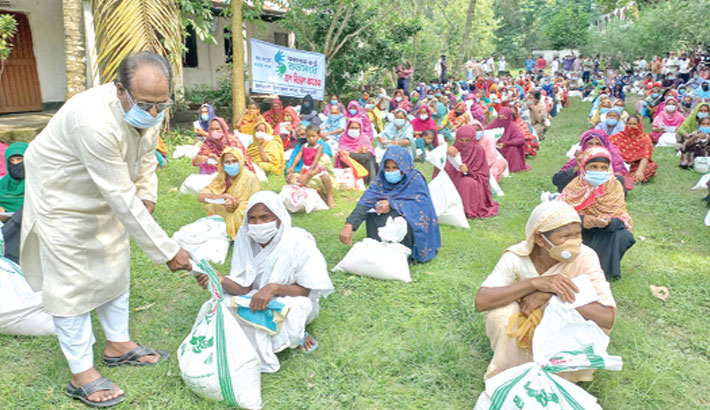 On behalf of 'Shuvasangha', a readers' platform of Kaler Kantho, distributes relief materials among the lockdown-hit poor people in Jaldhaka Upazila of Nilphamari district on Monday.—Sun Photo