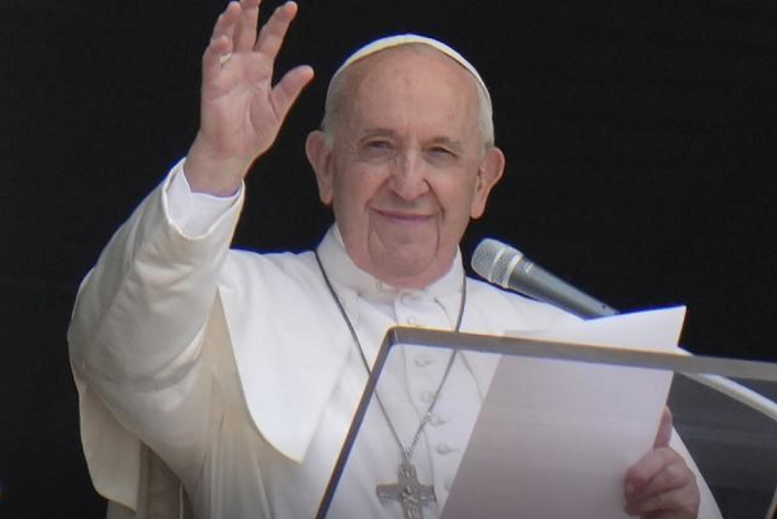 Pope Francis eats breakfast, takes walk 2 days after surgery