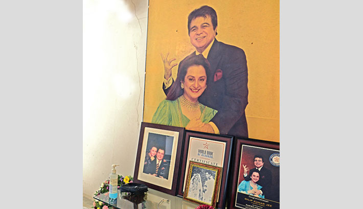 Tributes pour in for Dilip Kumar