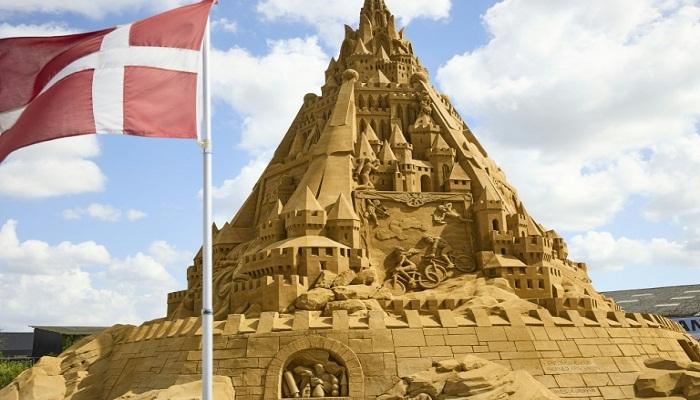 World's tallest sandcastle built in Denmark
