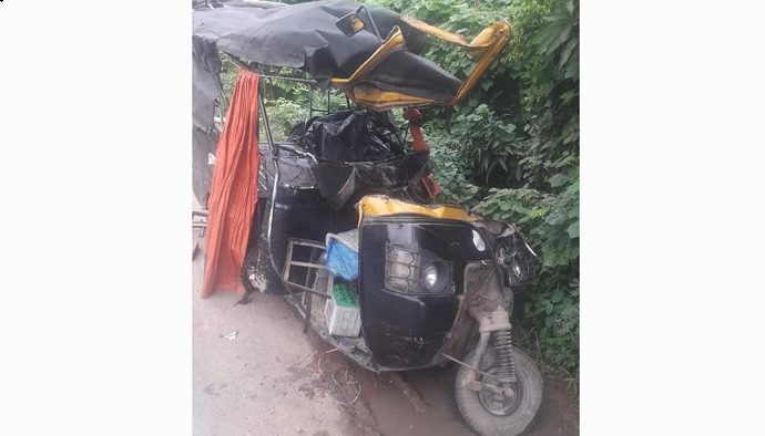 2 die as auto crashes into parked truck on Rajshahi highway