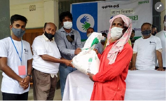 Bashundhara Group distributes relief among 300 families in Parbatipur