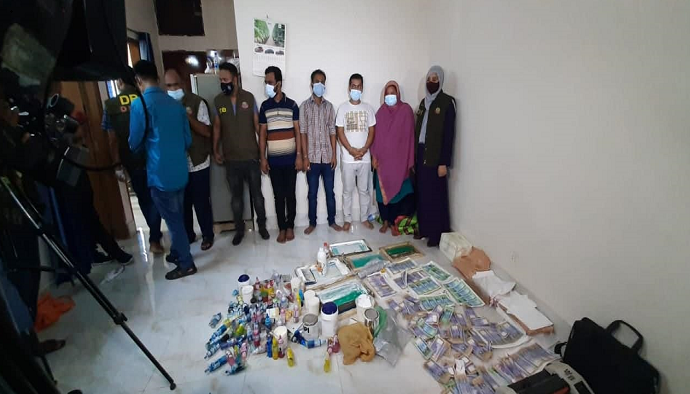 DB arrests 5, for counterfeit factory at Badda
