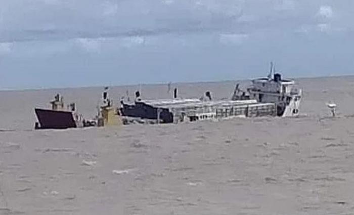 Cargo ship sinks in Bay