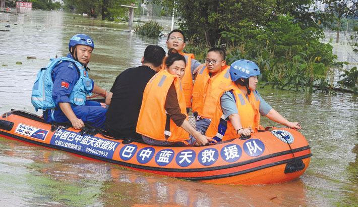 Storm forces cancellation of flights, closure of schools in Beijing