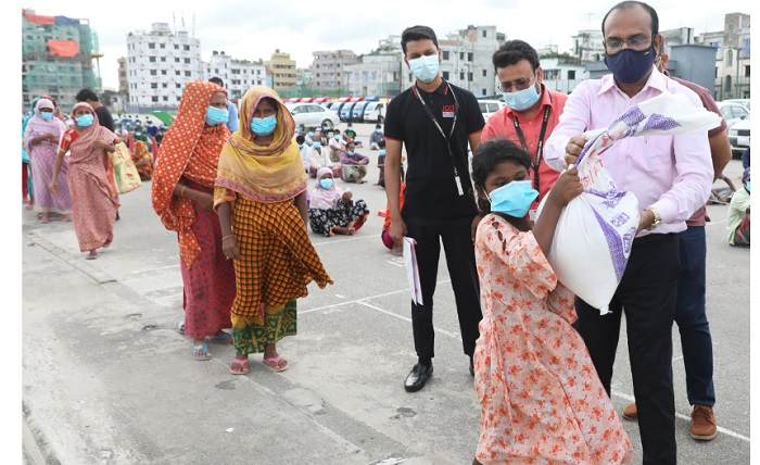 Bashundhara Group distributes relief among 500 distressed families at ICCB