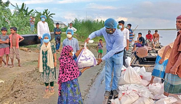 Bashundhara Group distributes relief in Gaibandha