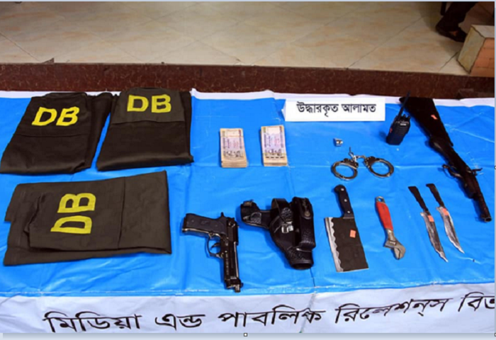 DMP arrests 4 robbers with police equipment