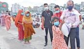 Bashundhara Group distributes relief at ICCB