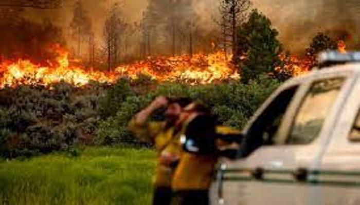Huge fires rage in western US, Canada