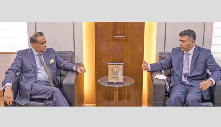 Indian High Commissioner to Bangladesh Vikram K Doraiswami pays a courtesy call on Land Minister Saifuzzaman Chowdhury at the latter's office in the capital on Thursday.  -  PID PHOTO