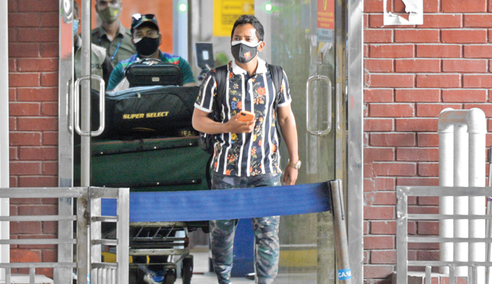 Bangladesh wicketkeeper-batsman Mushfiqur Rahim arrives at the Hazrat Shahjalal International Airport on Thursday after he opts to skip the limited-over series against Zimbabwe due to 'family reasons'. – Tanvin Tamim