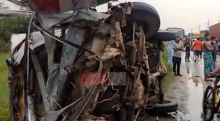 Narsingdi road crash kills three including child