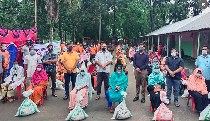 Bashundhara Group distributes relief in Tetulia